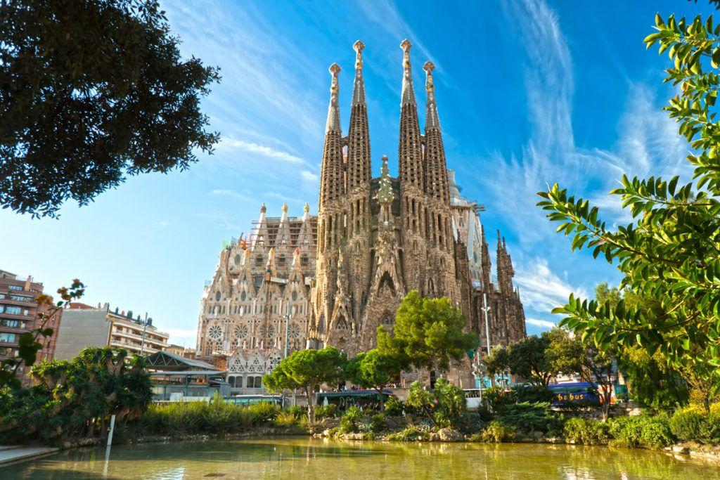 Выбираем направление для майского отдыха: Европа или Азия