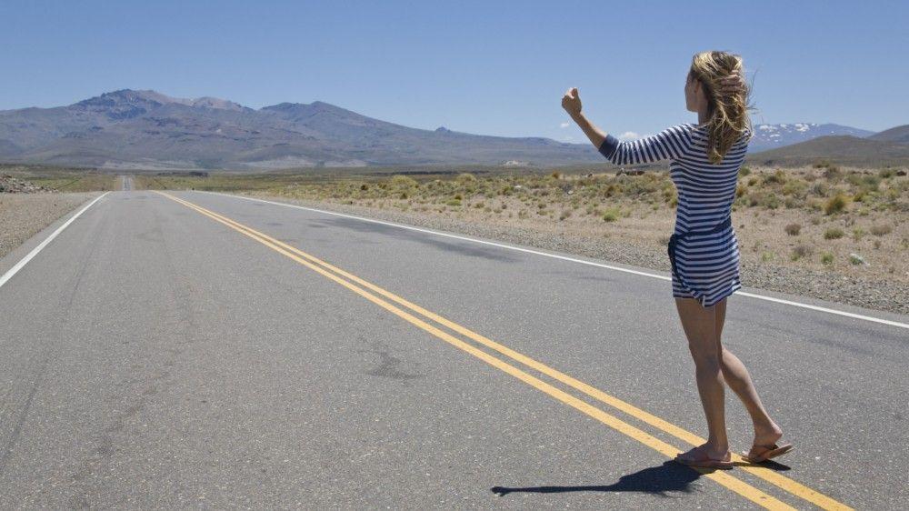 Девушка и её 21 страна автостопом
