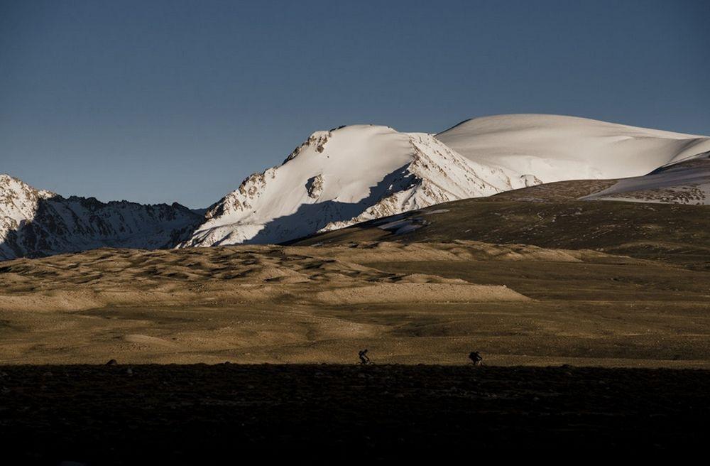 Вот такие горы постоянно сопровождаоли нас