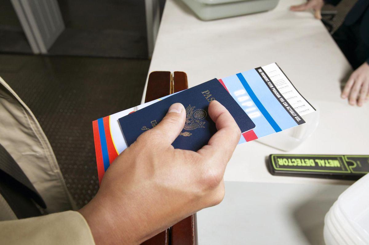 Выездная виза из России: кому нужна, для чего, как выдается