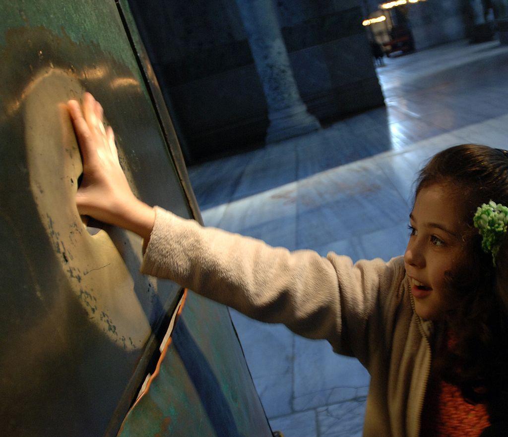Талисманы удачи: какие 7 памятников приносят счастье