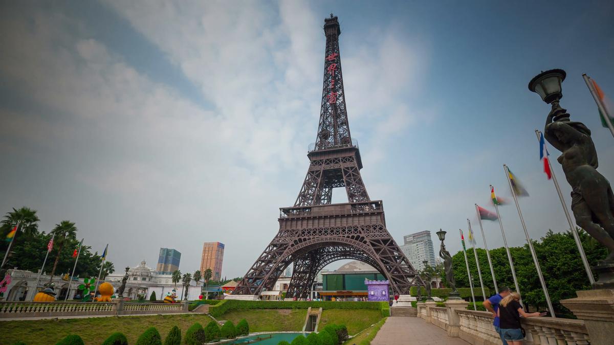 Шанель vs Волмарт: топ-6 наиболее удачных копий Эйфелевой башни