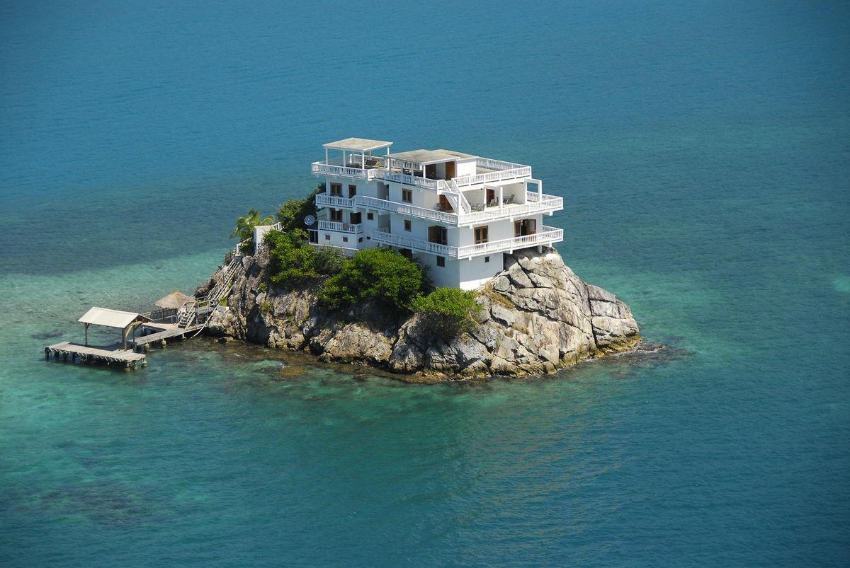 Топ-9 маленьких, но обитаемых островов: идеальный загородный дом без суеты