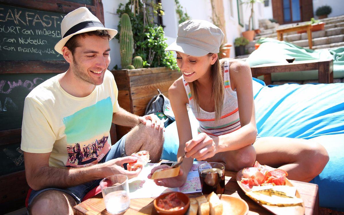 Отпуск без отравления: как правильно питаться на отдыхе в незнакомой стране
