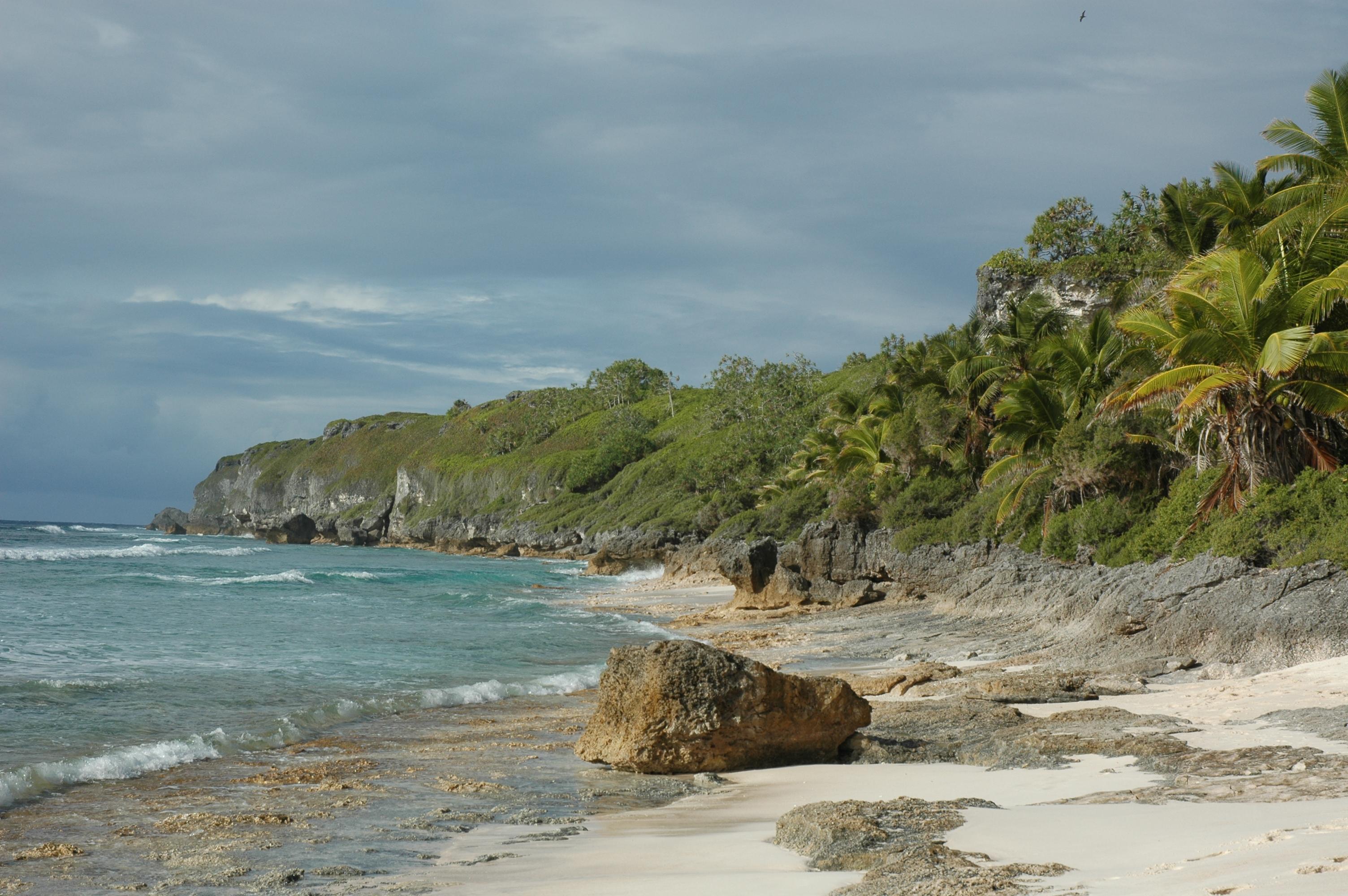 Топ-5 островов с поразительными артефактами