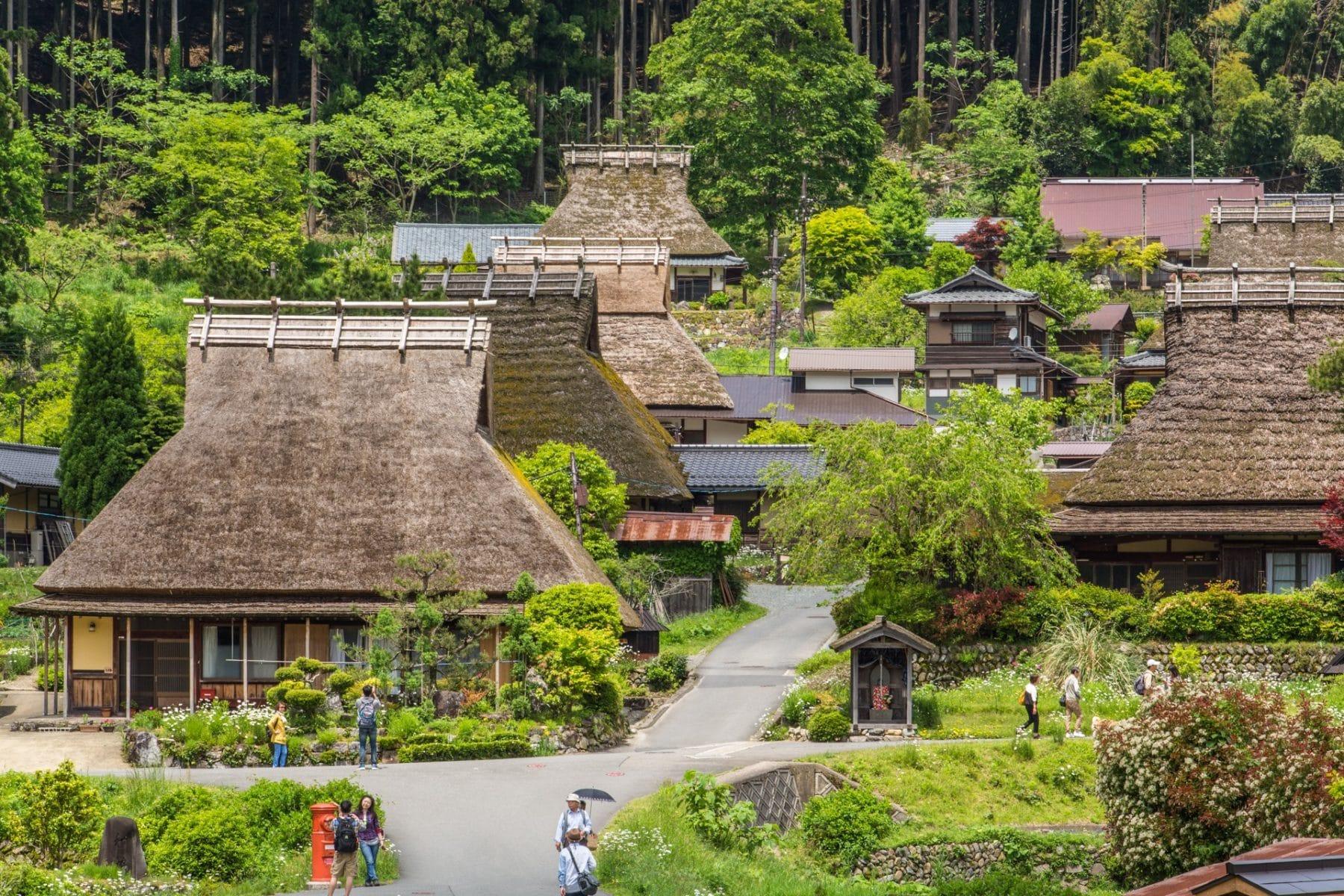 Как японская деревушка за считанные секунды превращается в идеальный фонтан для пожаротушения