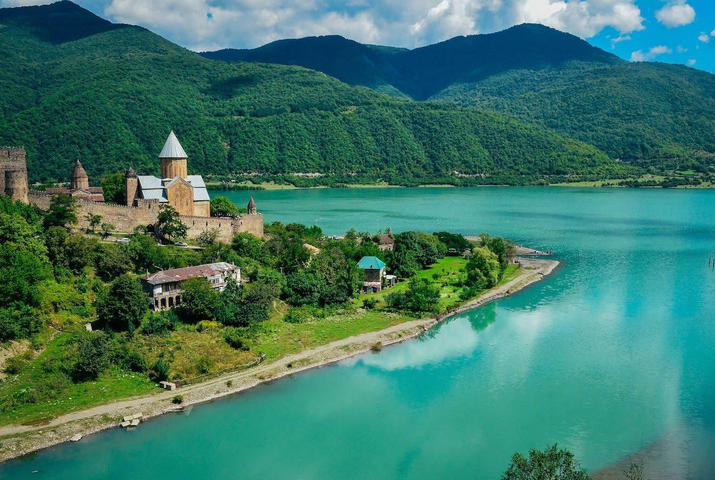 Грузия как лучшее направление для экстремального туризма: когда и куда ехать?