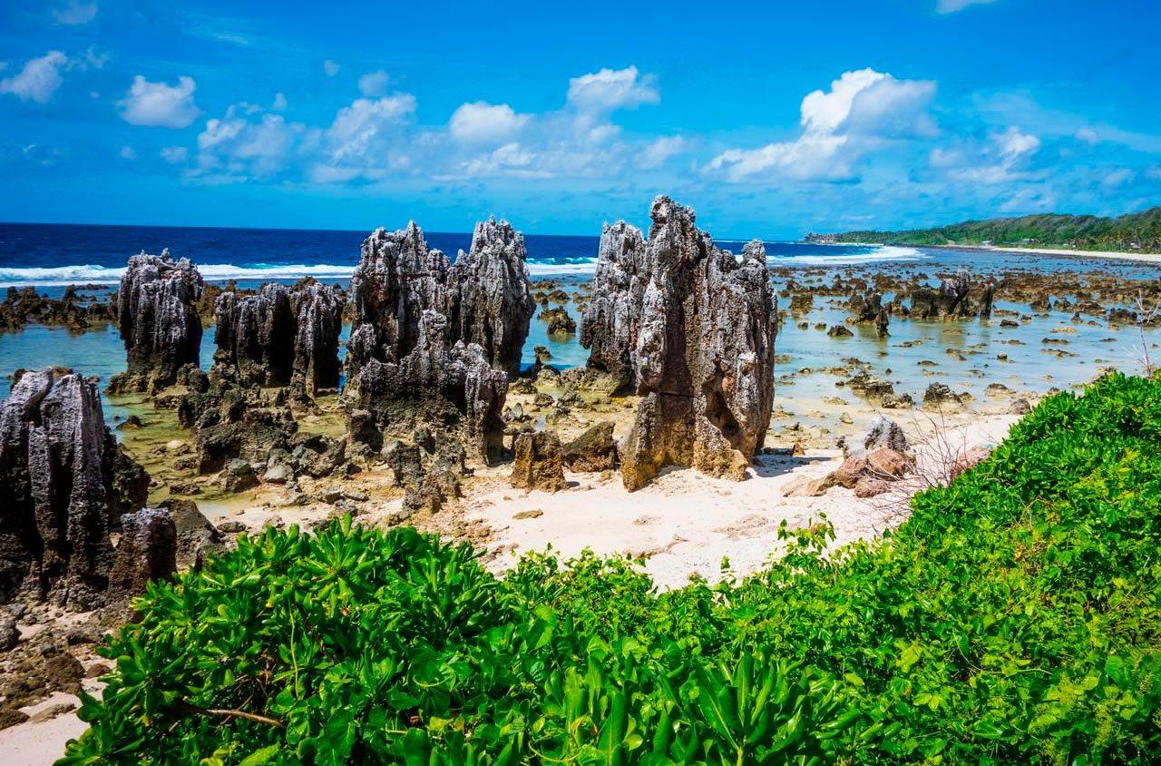 Где находится далекое островное государство Науру, затерявшееся в водах Мирового океана