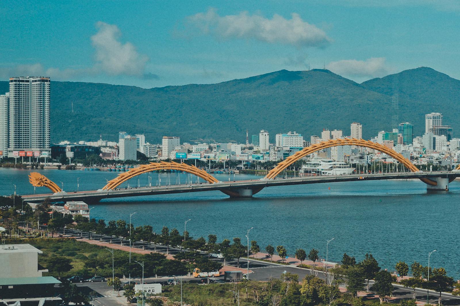 Национальный колорит Драконьего моста на острове Трех Бессмертных