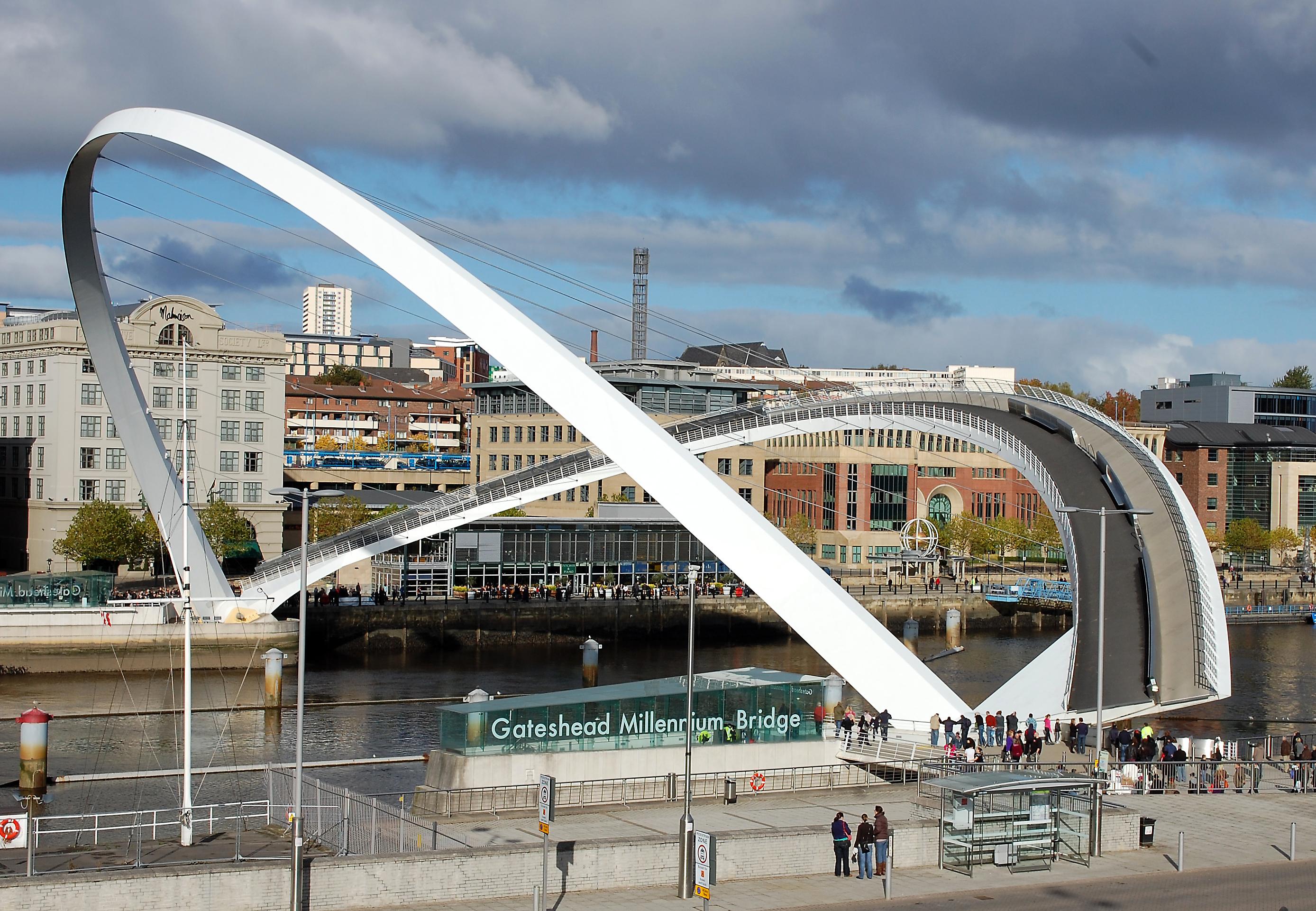 Топ-5 самых удивительных и необычных мостов в мире