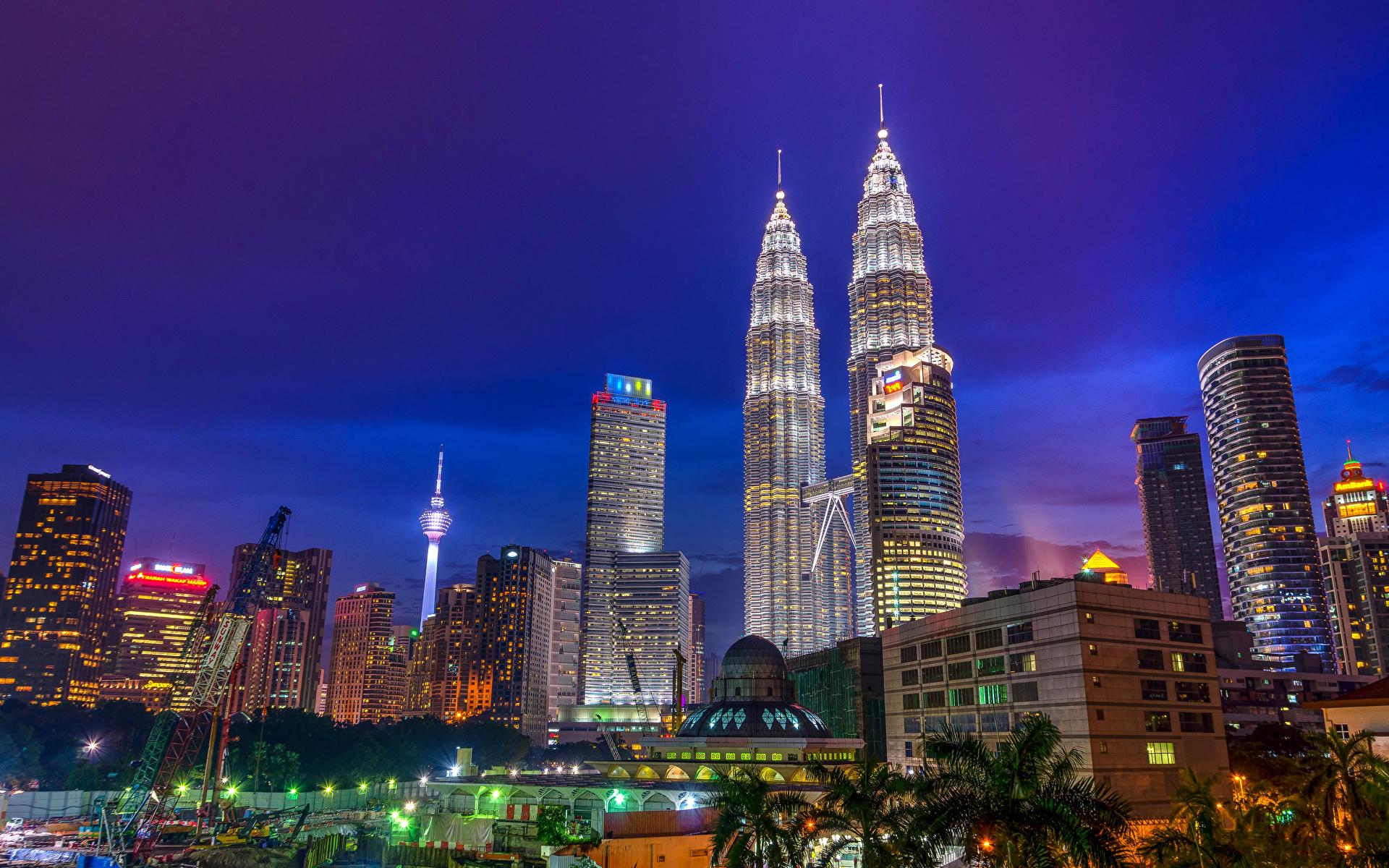 Такая разная Малайзия: 452 метра башен-близнецов и миниатюрность мишки