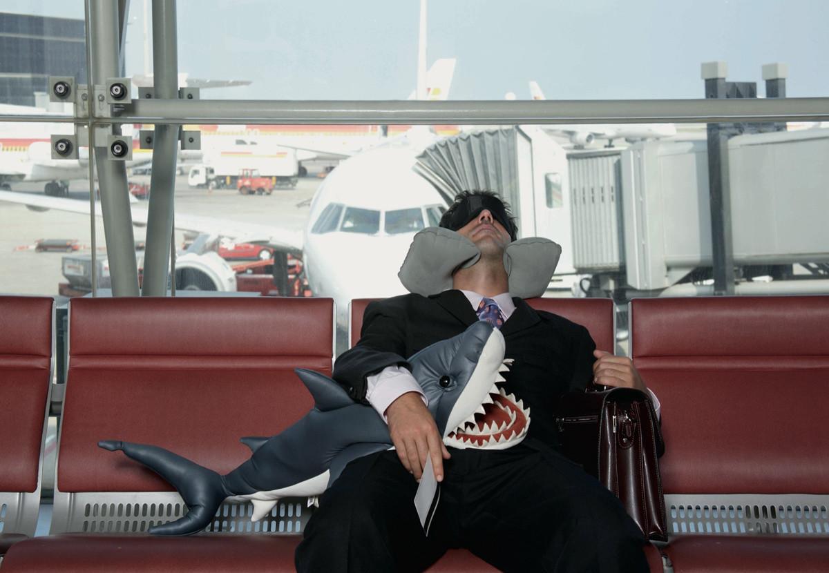 5 простых, но действенных советов, как с комфортом переночевать в аэропорту