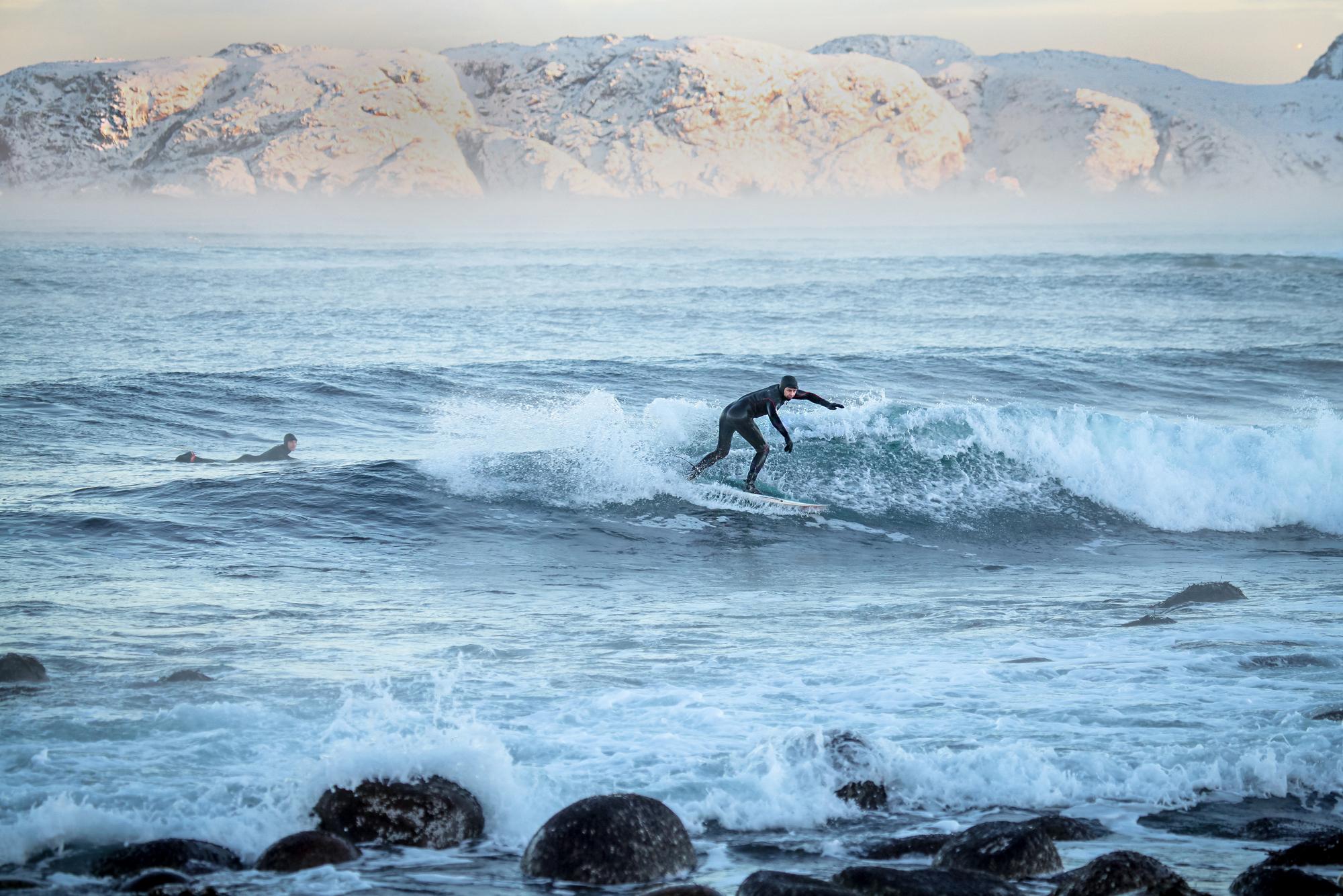 Топ-5 мест в России, где можно недорого заняться качественным серфингом