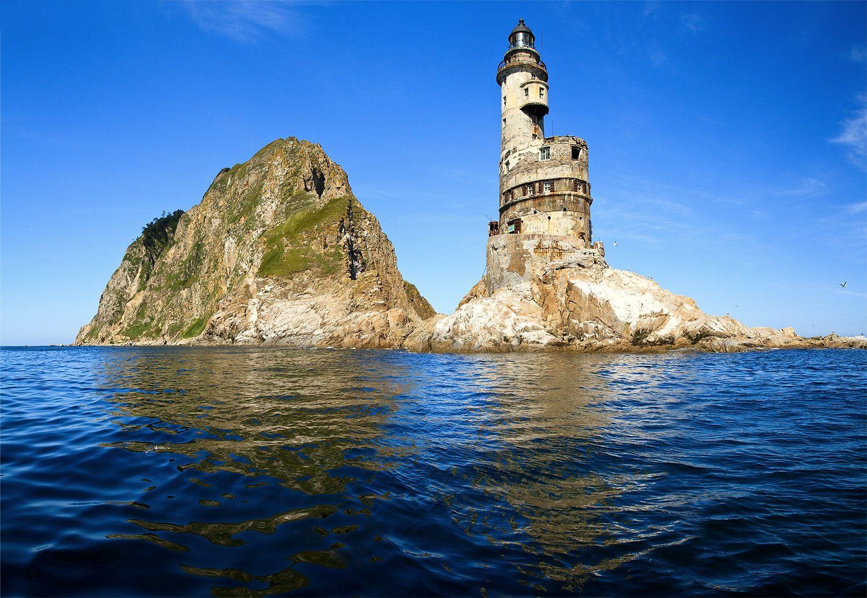 Топ-5 самых живописных маяков в России